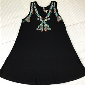 BLACK WITH EMBROIDERY SHIFT DRESS